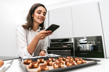 Attractive young woman cooking tasty cookies