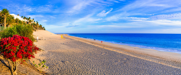 Best places of Fuerteventura - scenic Morro Jable with great beach in the south, Canary islands Fototapete