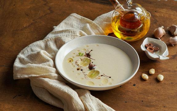 ajo blanco soup, spanish
