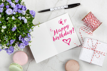 Fotoväggar - Happy Birthday postcard on white marble table