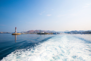 Photo sur Aluminium Pôle Boat trip in Turkey. Beautiful view to Aegean sea and lighthouse. View from boat.