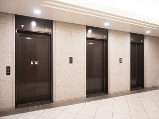 Fototapete - オフィスビルのエレベーター