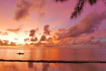 lagon de Moorea au crépuscule