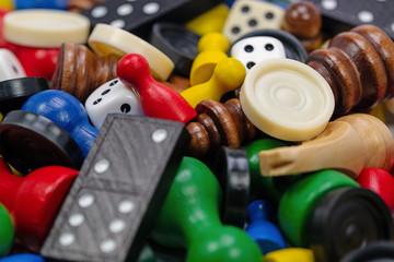 Viele verschiedene Spielfiguren für Gesellschaftsspiele