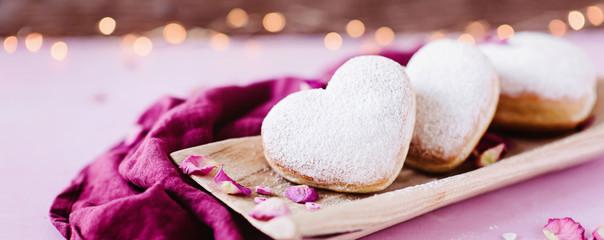 Herzfömige Berliner Krapfen - süß und lecker zum Geburtstag, Muttertag Valentinstag, Karneval