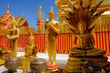 Statues de Bouddha au Wat Phra That Doi Suthep, Chiang Mai, Thaïlande.