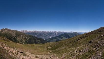 Bergpanorama in de österreichischen Alpen bei Serfaus, Fiss und Ladis bei schönstem Wetter