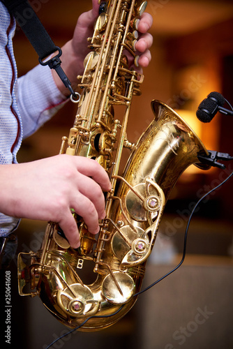 The musician plays jazz music on the saxophone