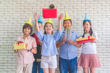 group of kids celebrate birthday party