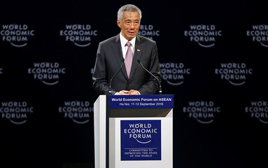 Singapore's PM Leespeaks at the plenary session of the World Economic Forum on ASEAN in Hanoi