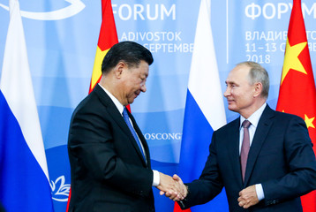 Chinese President Xi Jinping shakes hands with Russian President Putin during a signing ceremony following the Russian-Chinese talks on the sidelines of the Eastern Economic Forum in Vladivostok