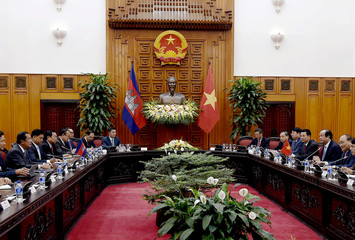 Cambodia's Premier Minister Hun Sen and Vietnam's Prime Minister Nguyen Xuan Phuc hold a meeting at the Government Office in Hanoi