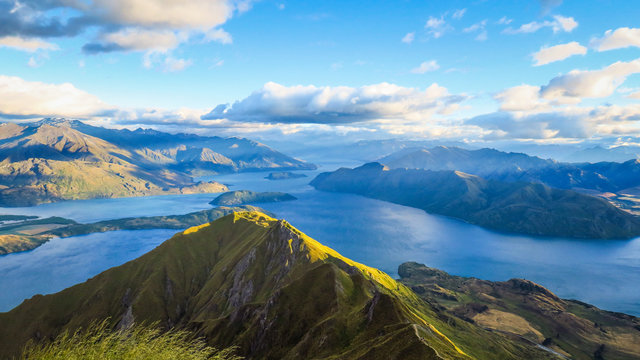 Hiking Roys Peak for sunrise in New-Zealand