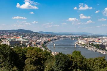 Veduta della città di Budapest, il fiume Danubio con i suoi ponti
