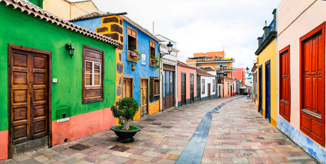 Fototapete - charming colorful streets with traditional houses in La Palma island, Los llanos. Canary islands