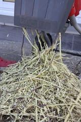 recyclage de branchages de végétaux avec un broyeur