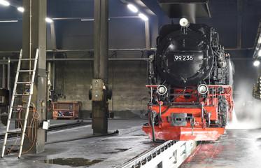 Dampflokomotive im Lokschuppen