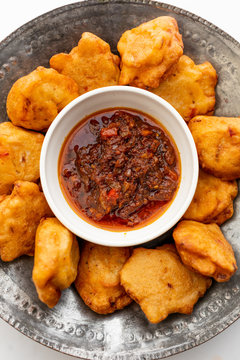 Pakora fritters with dipping sauce