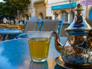 モロッコ・エッサウィラのカフェでミントティー