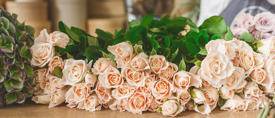 Flower shop background. Fresh roses for bouquet delivery Fototapete