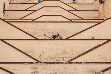 Man kissing woman on the city walls