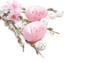 Wielkanoc jajka i ozdoby na białym tle