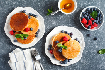 Pancakes with berries and honey.