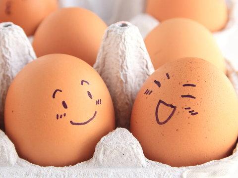 Friends of egg are pleasantly chatting 卵の友達がたのしくおしゃべり