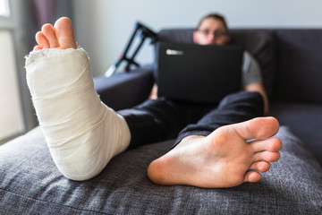 man with a broken leg is surfing the internet