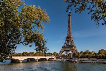 Fototapete - Eiffel Tower in Paris in tourist season