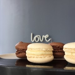 Dark and white cholcolate macarons on wooden table