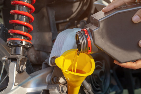 Fill oil to the engine after driving motorcycle