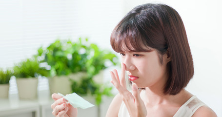 woman use oil blotting paper