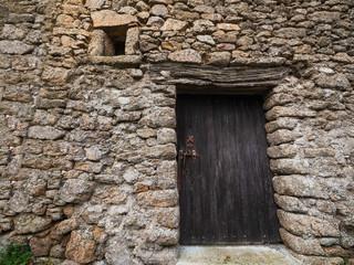 Porte et fenêtre anciennes