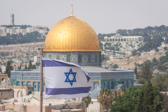 israeli flag with dome of rock in jerusalem