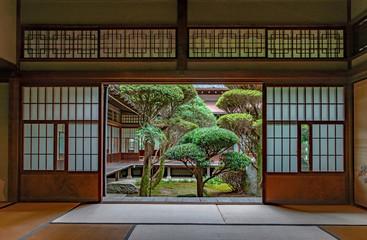 伝統的日本間の風景