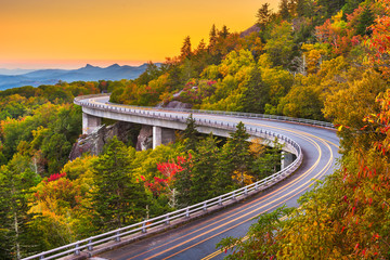 Photo sur Aluminium Amérique du Sud Grandfather Mountain, North Carolina, USA at Linn Cove Viaduct.