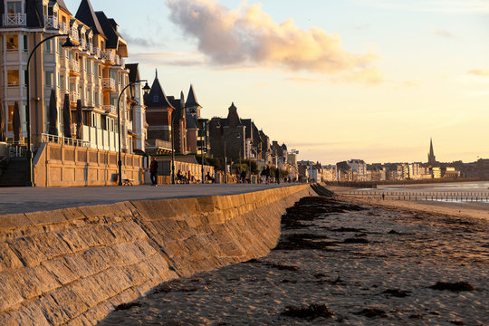 Beach in the evening sun and buildings along the seafront promenade in Saint Malo. Brittany, France
