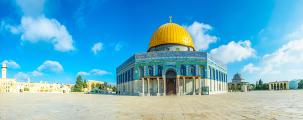 Fototapeta Famous dome of the rock situated on the temple mound in Jerusalem, Israel