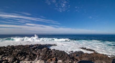 big waves rolls over the rocks