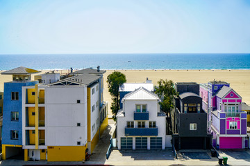 houses besides the beach in los angelus