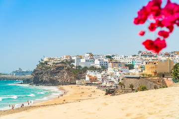 Deurstickers Canarische Eilanden Beautiful, wide sandy beach in Morro Jable, Fuerteventura, Spain