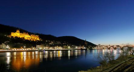 Heidelberg mit Schloß und Alte Brücke stimmungsvoll am Abend