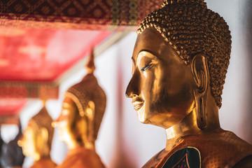 Buddha Statuen im Wat Pho Tempel - Bangkok, Thailand