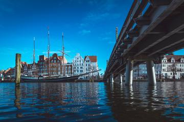 Altes Segelschiff am Pier in Lübeck