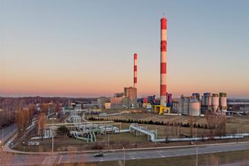 Kominy węglowej elektrociepłowni.