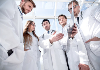 doctors colleagues discuss the x-ray of the patient