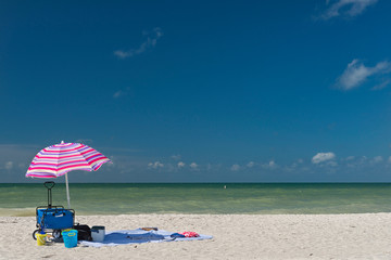 USA, Florida, Fort Myers, Sanibel Island, Sanibel, sunshade and beach accessories in front of the sea