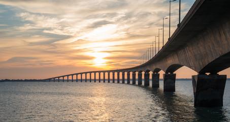 Coucher de soleil pont de l'ile de Ré Charente Maritime France