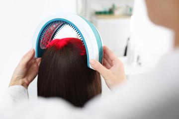 Laserowa terapia skóry głowy i włosów.